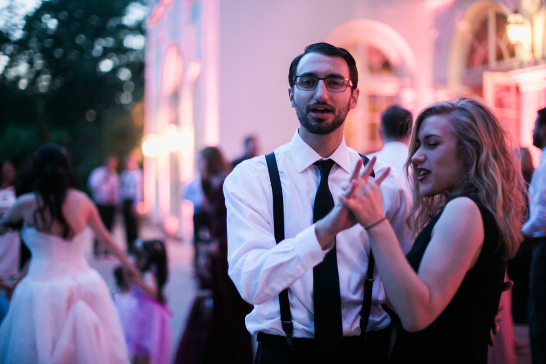 guests dancing at wadsworth mansion wedding
